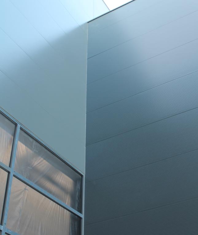 fachada-arquitectonica-panel-sandwich