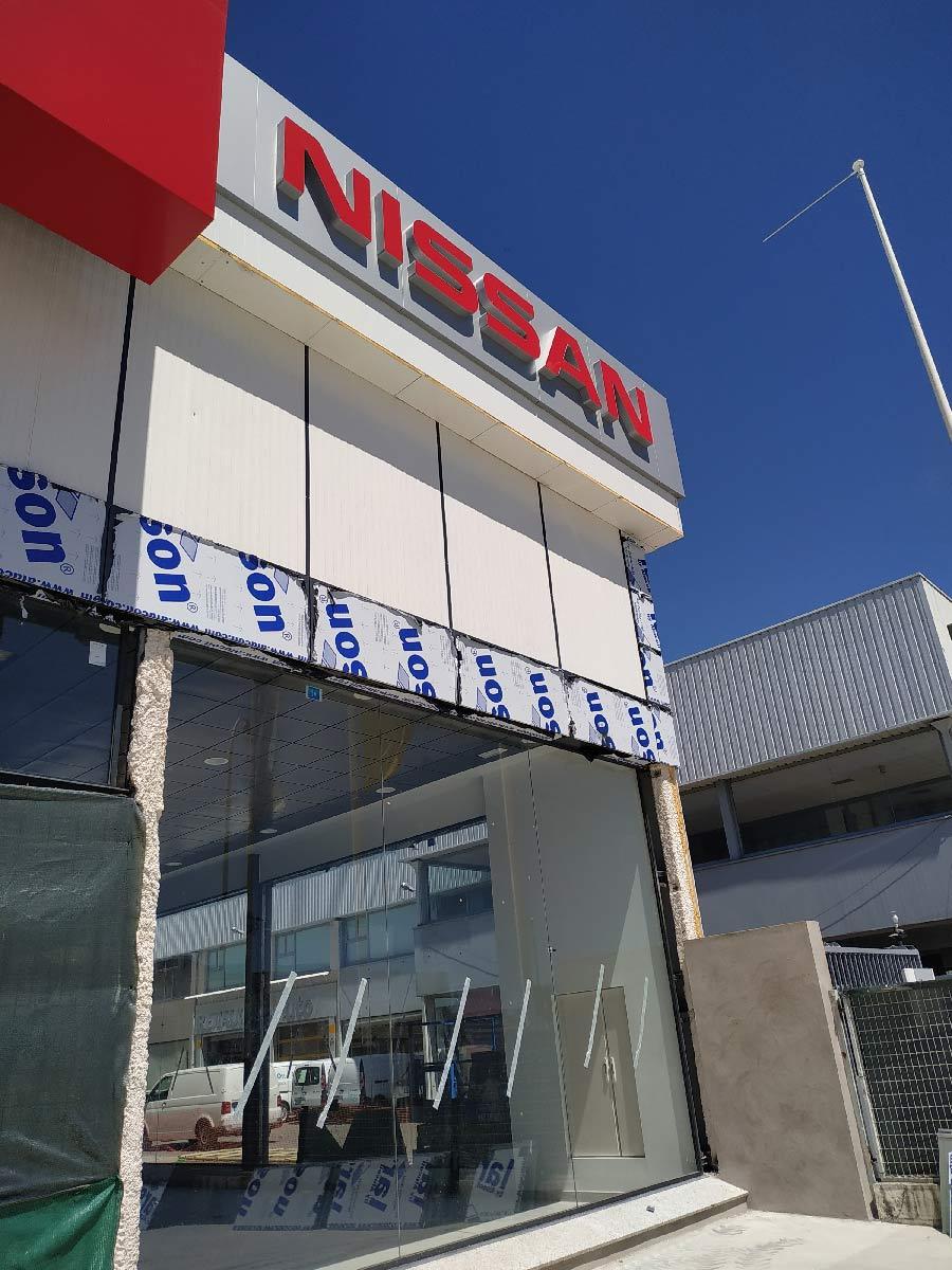 Fachada composite en Plasencia para Nissan